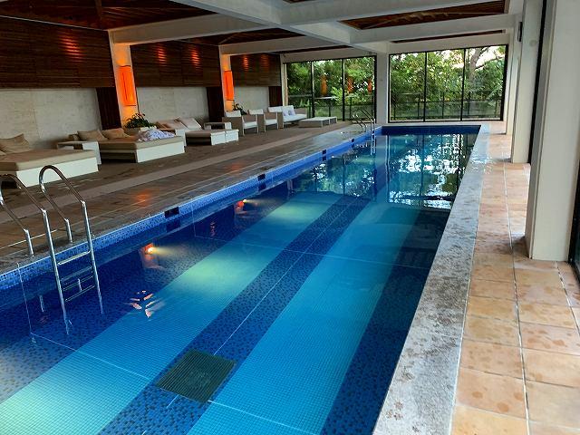 リッツ沖縄ースパ棟屋内プール