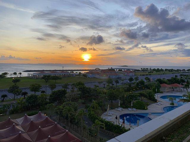 サザンビーチホテルからの夕日