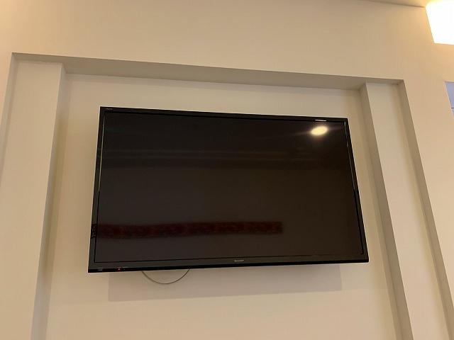 アラマハイナーテレビ壁掛け寝室