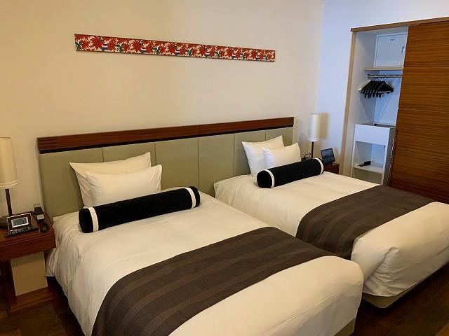 アラマハイナーハイフロア寝室ベッド